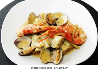 Hearts of artichokes with prawns and clams