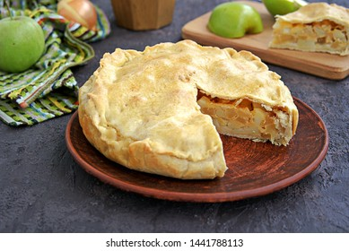 A hearty pie with potatoes, apples and cheese on shortbread dough. Swiss cuisine. Savory pies.