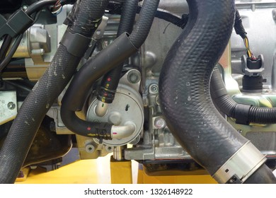 Heat exchanger manifold with connections for the cooling circuit of automatic gearboxes on the vehicle.