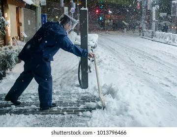 Heaviest snow in 4 years hits Tokyo