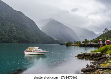 starke Wolken über dem Fjord in Norwegen