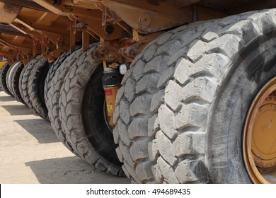 Heavy Duty Construction Mining Dump Truck Tire and Axle
