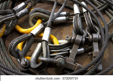 Heavy duty steel wire rope sling with safety anchor shackle bolt in construction site