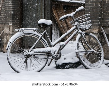 Heavy snow in the bike