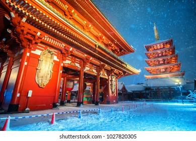 Heavy snow blizzard in Tokyo - Sensoji-ji, Temple in Asakusa, Japan