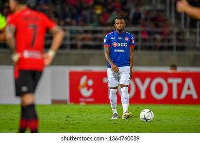 Heberty Fernandes (Blue)of SCG Muangthong United in action during The Football Thai League between Bangkok United and SCG Muangthong United at True Stadium on March 02,2019 in Pathum Thani, Thailand