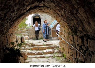 HEBRON / ISRAEL - APRIL 12 : Arch of the main entrance to the burial site of Ruth and Ishaya on 12.04.2017 in Hebron