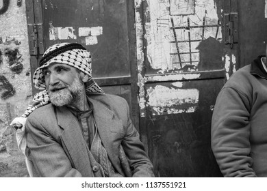 Hebron, West-Bank, Occupied Palestinian Territory, Israel, 22.09.2017, Two palestinian men are sitting having a chat an zigarettes in the old part of the town of hebron