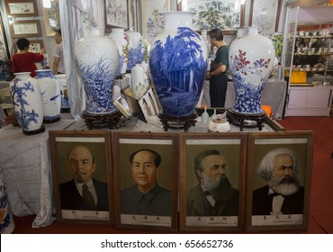 HEFEI CHINA-September 21, 2014: consumers visited the Eighth China  international cultural exposition to buy Jingdezhen ceramic art.Marx, Engels, Lenin, Mao Zedong, a portrait of the ceramic plates.