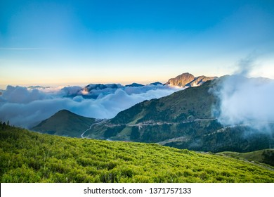 The Hehuan Mountain Range in Asia and Taiwan is a mountain of more than 3,000 meters in Taiwan. The beautiful natural landscape attracts quite a few people to come and enjoy.