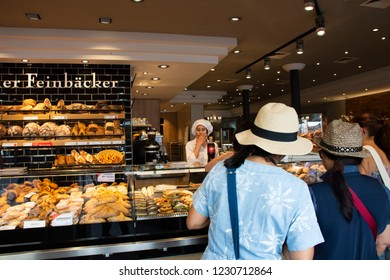 HEIDELBERG, GERMANY - AUGUST 25 : German and foreign travelers looking select and buy food and bread at restaurant in heidelberger market square or marktplatz on August 25, 2017 in Heidelberg, Germany