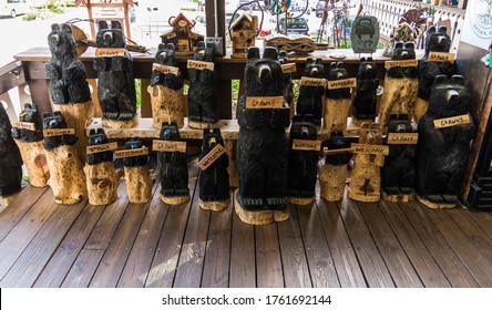 """Helen, GA/USA May 24, 2020: Wood carvings of bears, holding """"welcome"""" and """"go away"""" signs at the Wildewood souvenir and craft shop in Helen GA"""