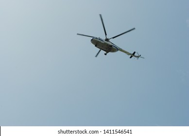 The helicopter in the cloudless nebee