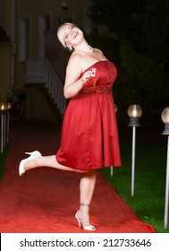 Hen party: bridesmaid in white and red