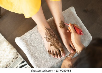 Henna being applied to bride's feet