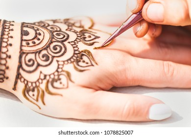 henna drawing mehendi