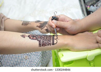 henna making before marriage
