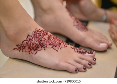 henna pattern on your toes and hands