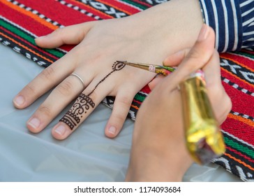 Henna tattoos are one of the most popular tattoo designs in India. Henna is very important to different cultures. Women usually apply variations of henna patterns on their hands and feet.