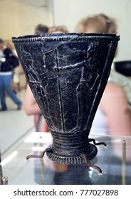 """Heraklion, Crete, July 6, 2006: """"champion's Cup"""" or """"Cup of the warlord"""" from a Villa in Agia Triada. Black steatite. HERAKLION ARCHAEOLOGICAL MUSEUM"""