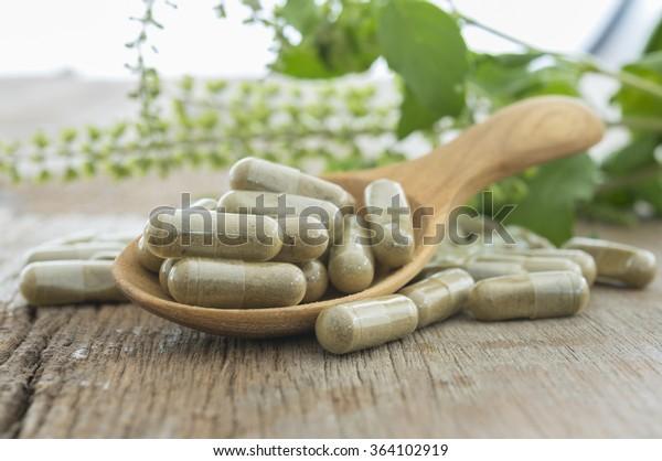 Kräuterkapsel, Nahrungsergänzungsmittel, Vitamintablette, pflanzliche Medizin.