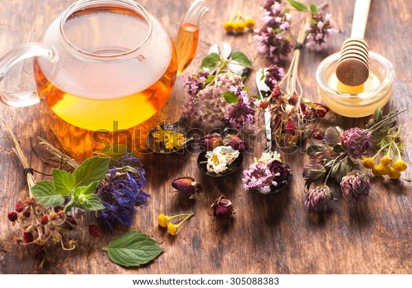 ハーブティー。ハーブと花、ハーブ薬。
