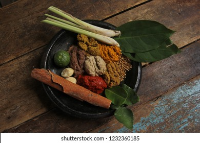 herbs : a kind of spice which is the original spice of Java, used to mix traditional Javanese cuisine. basic ingredients consisting of: turmeric, red chili, garlic, shallots, coriander, candlenut, bay