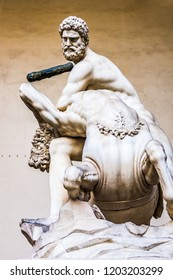 Hercules and the centaur Nessus is a marble statue of the sculptor Giambologna 1598, placed in Florence in the Loggia dei Lanzi. Piazza Signoria - Florence