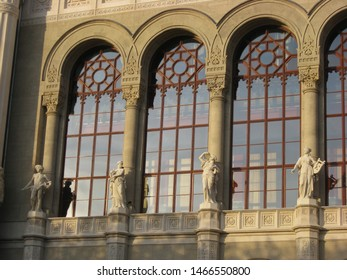 Here is some windows of a neoclassic palace in Budapest.