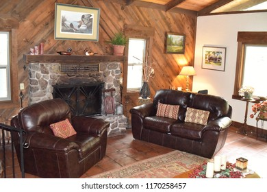 Hereford, AZ., U.S.A. August 19, 2018. Ramsey Canyon Inn B&B.  Ramsey Canyon Inn lounge with overstuffed couches, a cozy fireplace for the winter chill plus a writing desk, library & panoramic windows