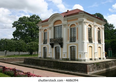 """The Hermitage Palace in Peterhof. Peterhof (""""Peter's Court/Garden"""") is a series of palaces and gardens, laid out on the orders of Peter the Great, and sometimes called the """"Russian Versailles""""."""