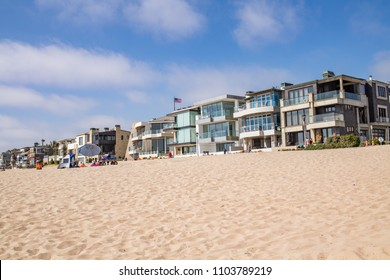 Hermosa Beach, CA: 5/28/2018:  People enjoying the sunny day in Hermosa Beach, California.  Hermosa Beach is a popular beach town for people from all over the world.