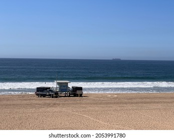 Hermosa Beach, CA: October 5, 2021:  A lifeguard tower in the city of Hermosa Beach.  Hermosa Beach is a city in Los Angeles County.
