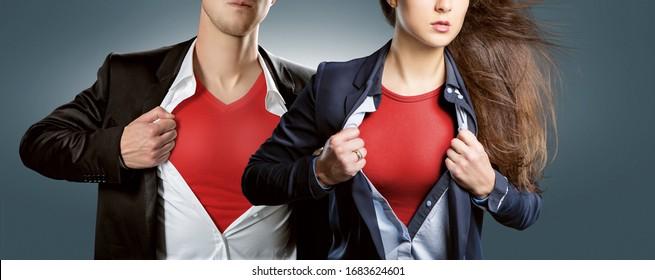 Equipo de Héroes mostrando traje de héroe