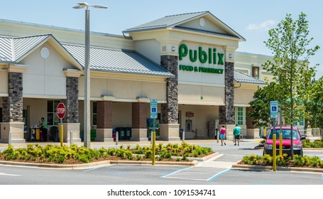 Hickory, NC, USA-May 11, 2018: A Publix food & pharmacy store, a regional chain.