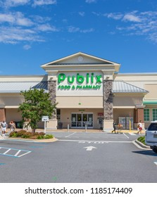 HICKORY, NORTH CAROLINA, USA- 9/18/18:  Publix Grocery store building & parking lot.