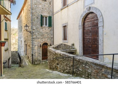 https://image.shutterstock.com/image-photo/hidden-alley-somewhere-tuscan-town-260nw-583766401.jpg