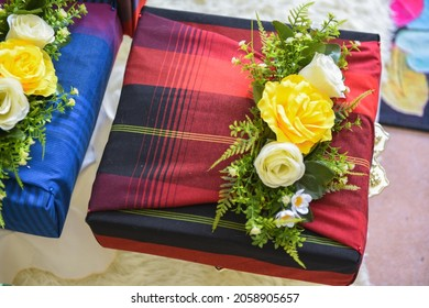 A 'hidden hantaran' is a gift given on the wedding day of Malay people by either bride or groom.