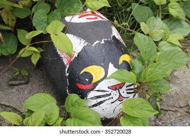 Hiding stone cat