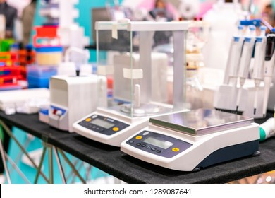 High accuracy & precision digital measuring weight scale or balance device of lab for industrial chemical medicine food & beverage -cosmetics biochemistry biomedical etc.