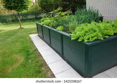 Hochbett im Garten