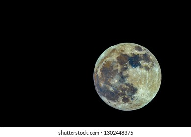 High color contrast image of the super full moon on January 20, 2019, photographed from Mannheim in Germany.