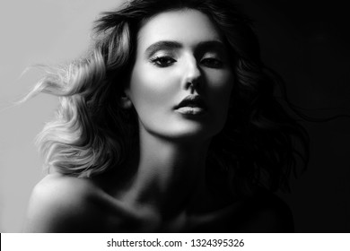 High contrast black and white portrait of a beautiful young girl, elagance and fashion