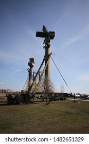 High military radar on a mobile platform