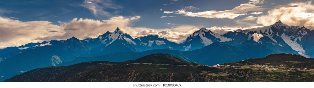 High resolution panorama of Kawagarbo Mountain Range between Yunnan and Tibet in China (16.192 x 4.214 px) with its namesake highest peak and its massive glacier in summer