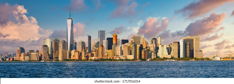 High resolution panoramic view of downtown New York City