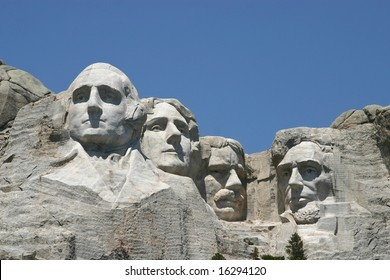 High resolution photo of four faces of Mount Rushmore on a sunny day.