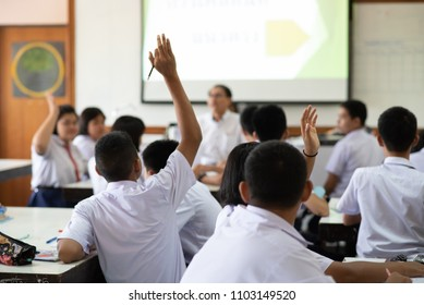 High school students are actively studying science by raising their hands to answer questions that teachers ask them.