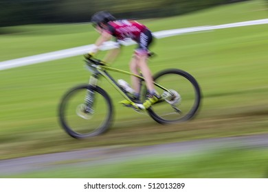 high speed downhill track mountainbiker