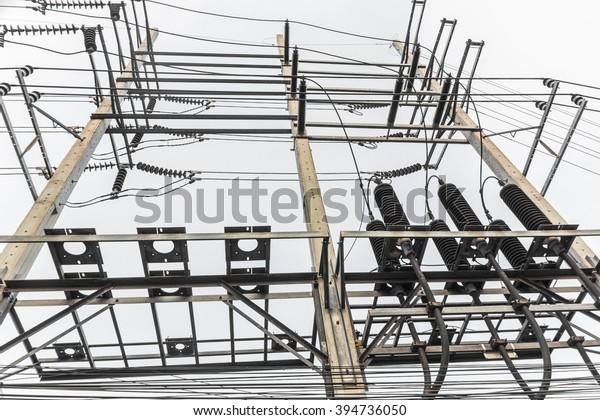 High voltage electrical distribution station